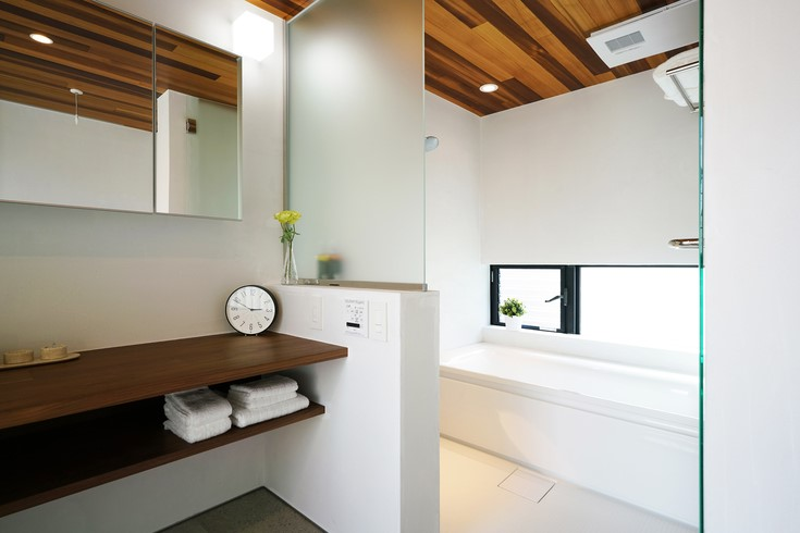 散らかりがちな洗面所エリアは収納スペースを極力減らす2