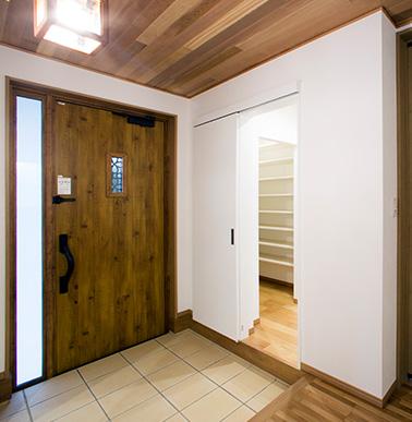 引き戸の玄関収納で使い勝手抜群の玄関