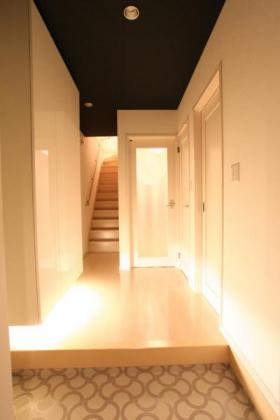 シンプルでかっこよく上品にまとめられた玄関2